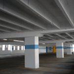 Пол крытого паркинга. Материал — высокопрочный наливной промышленный пол АЛЬФАПОЛ К — маслобензостойкий, водонепроницаемый самовыравнивающийся ровнитель.
