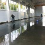 Жидкое средство по уходу за бетоном АЛЬФАПОЛ CURE 100 для обработки свежеуложенных бетонов с упрочненным верхним слоем (топпинг) или без него для обеспечения полной гидратации цементного вяжущего